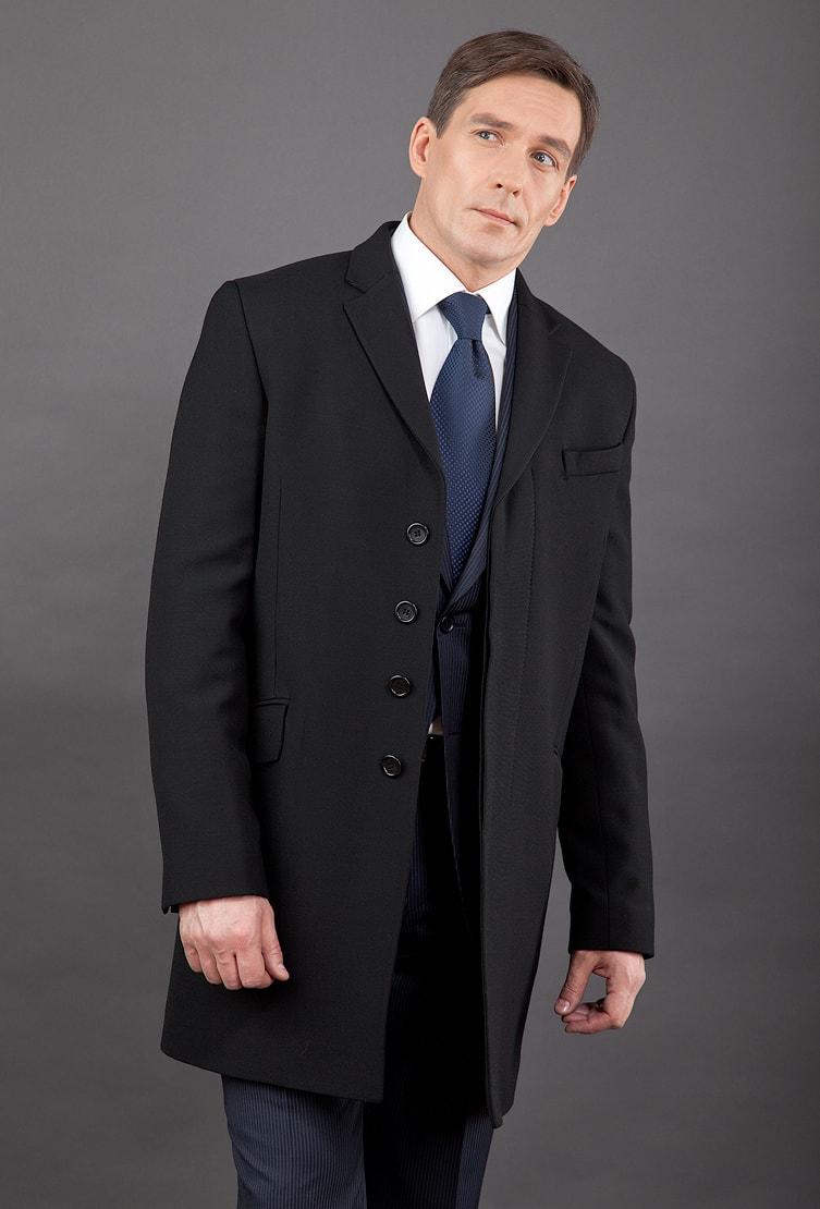 Черное приталенное пальто с английским воротником