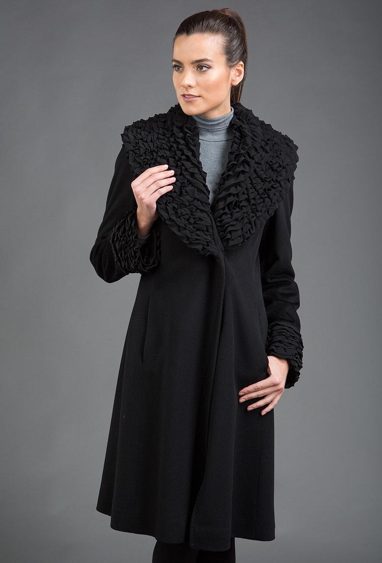 Черное женское пальто Teresa Tardia с роскошным шелковым воротником