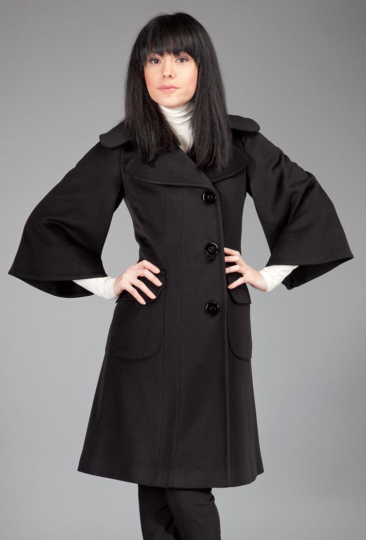 Черное женское пальто с рукавом 3/4 из коллекции Teresa Tardia