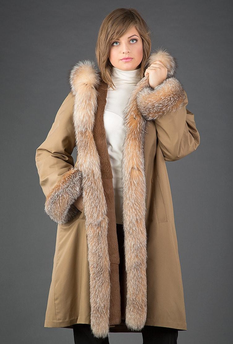 Расклешенное бежевое пальто на меху Rolf Schulte