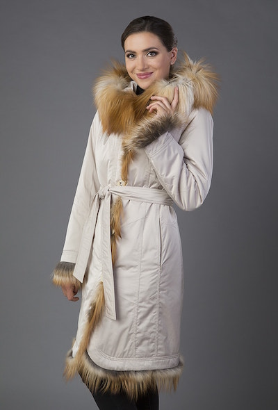 Зимнее женское пальто на меху с капюшоном