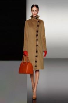 Зимнее женское пальто с меховой отделкой из коллекции Cinzia Rocca