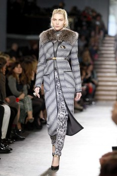 Зимнее женское пальто с меховым воротником и поясом от Missoni