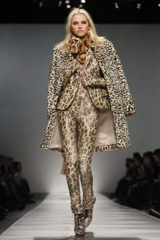 Женское зимнее пальто леопардовой расцветки от Blumarine