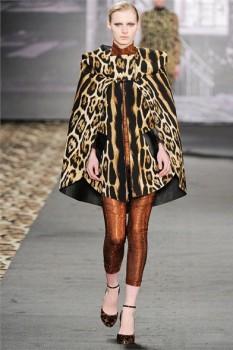 Леопардовой кейп из коллекции Roberto Cavalli