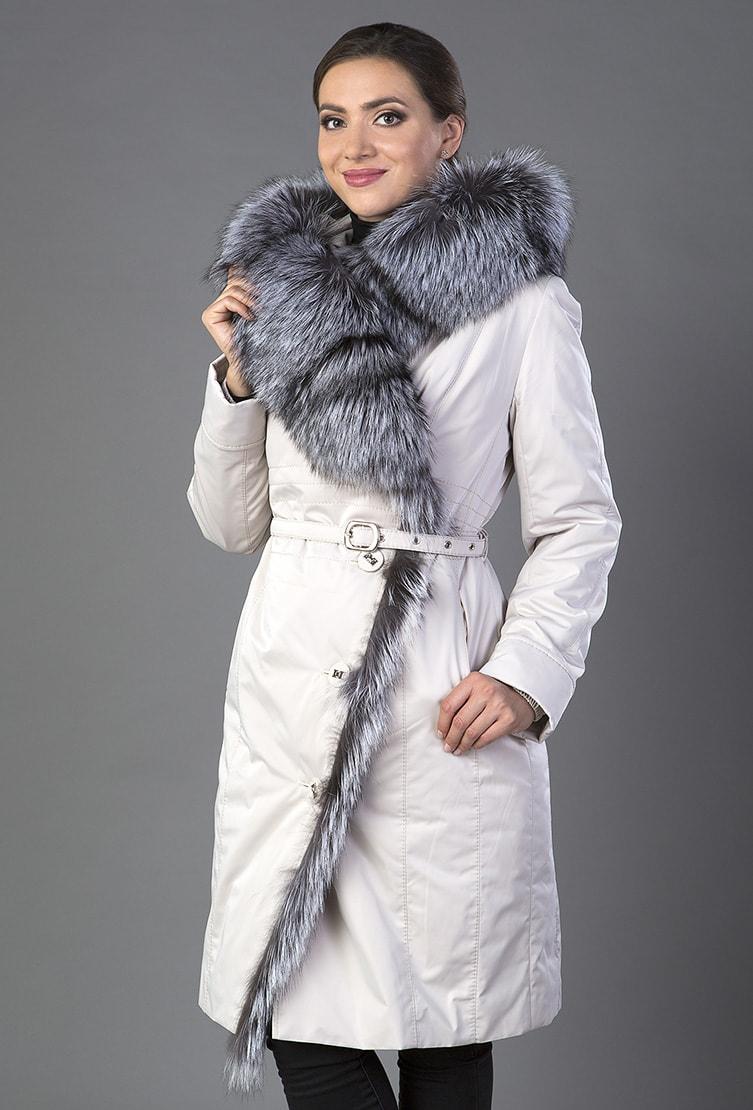 Элегантное белое пальто на меху с чернобуркой