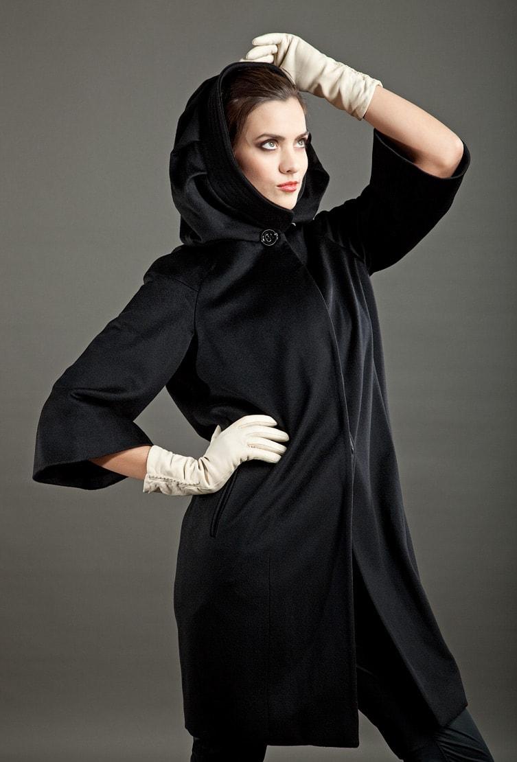 Черное пальто-кокон Teresa Tardia с втачным капюшоном