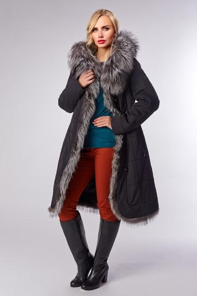 Черное женское пальто для зимы с отделкой мехом кролика