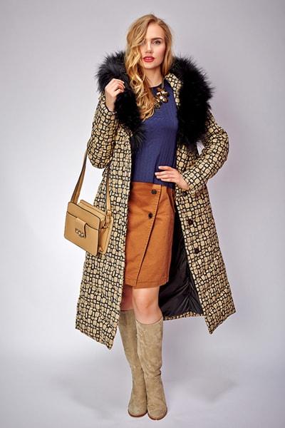 Приталенное женское пуховое пальто с капюшоном для сезона зима