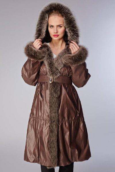 Черное женское пальто O'MERINOS на беличьем меху с отложным воротником