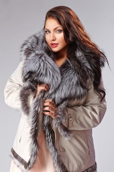 Короткое женское пальто-кимоно Teresa Tardia синего цвета