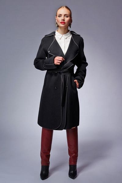 Двубортное серое пальто в стиле милитари