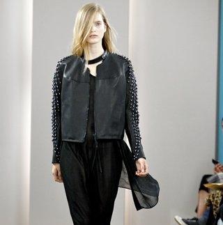 Черный цвет в кожаных куртках всегда