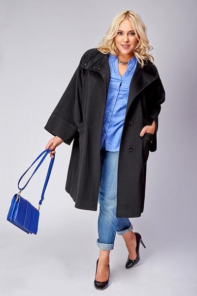 Черное осеннее пальто большого размера