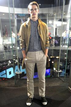 Модные мужские джинсы 2012 на фото.