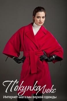 Женское осеннее пальто-кимоно в ярком красном цвете