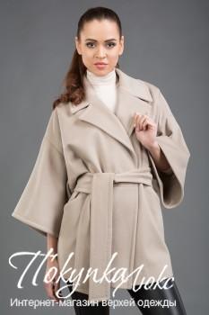 Стильное укороченное пальто цвета слоновой кости для осеннего сезона
