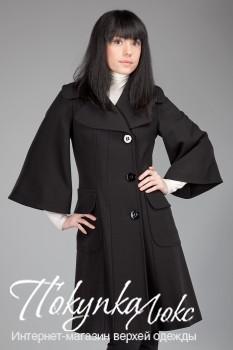 Женское пальто с расширенными рукавами для осени