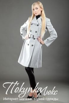 Двубортное осеннее пальто, приталенное поясом