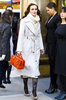 Стильное пальто прямого кроя, приталенное поясом