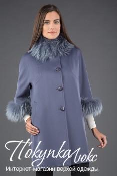 Женское осеннее пальто с благородной меховой отделкой