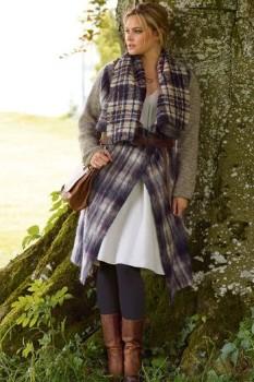 Женское клетчатое пальто с вязаными рукавами