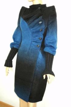 Пальто в романтическом стиле с вязаными рукавами