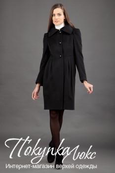 Женственное черное пальто