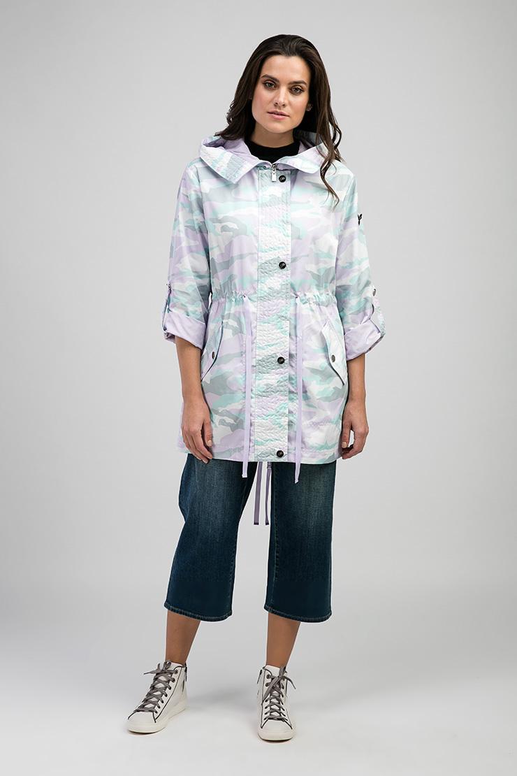 Удлиненная куртка-ветровка с модным принтом ODRI 17410803/02-сиреневый