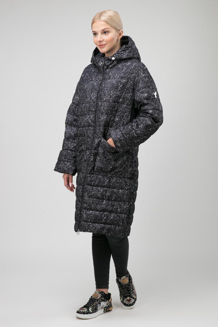 Утепленное зауженное книзу пальто с капюшоном фото