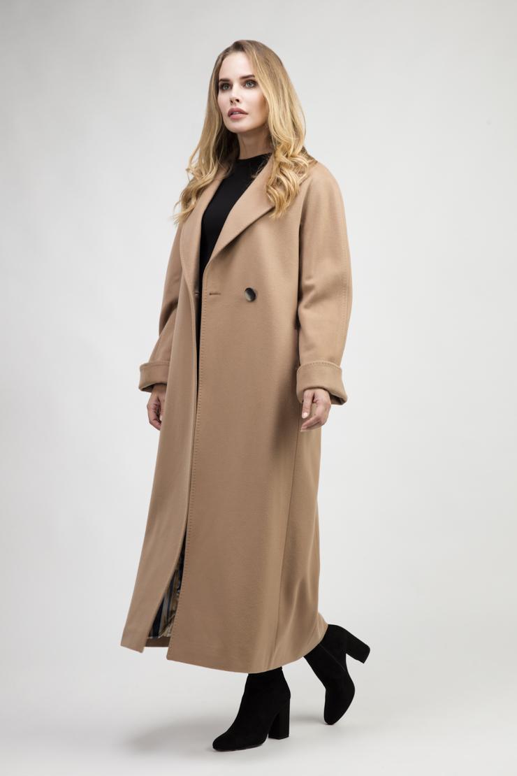 Длинное классическое женское пальто с рукавом регланПальто<br>Длинное классическое женское пальто с рукавом реглан<br>Цвет: бежевый; Размер: 40, 42, 48; Состав: 100% шерсть (Colombo); подкладка - 100% п/э; Материал: 100% шерсть (Colombo); подкладка - 100% п/э;