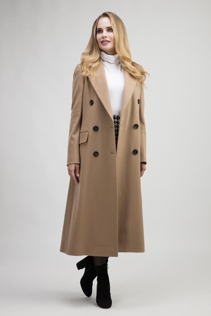 Осеннее женское двубортное пальто полуприталенного кроя фото