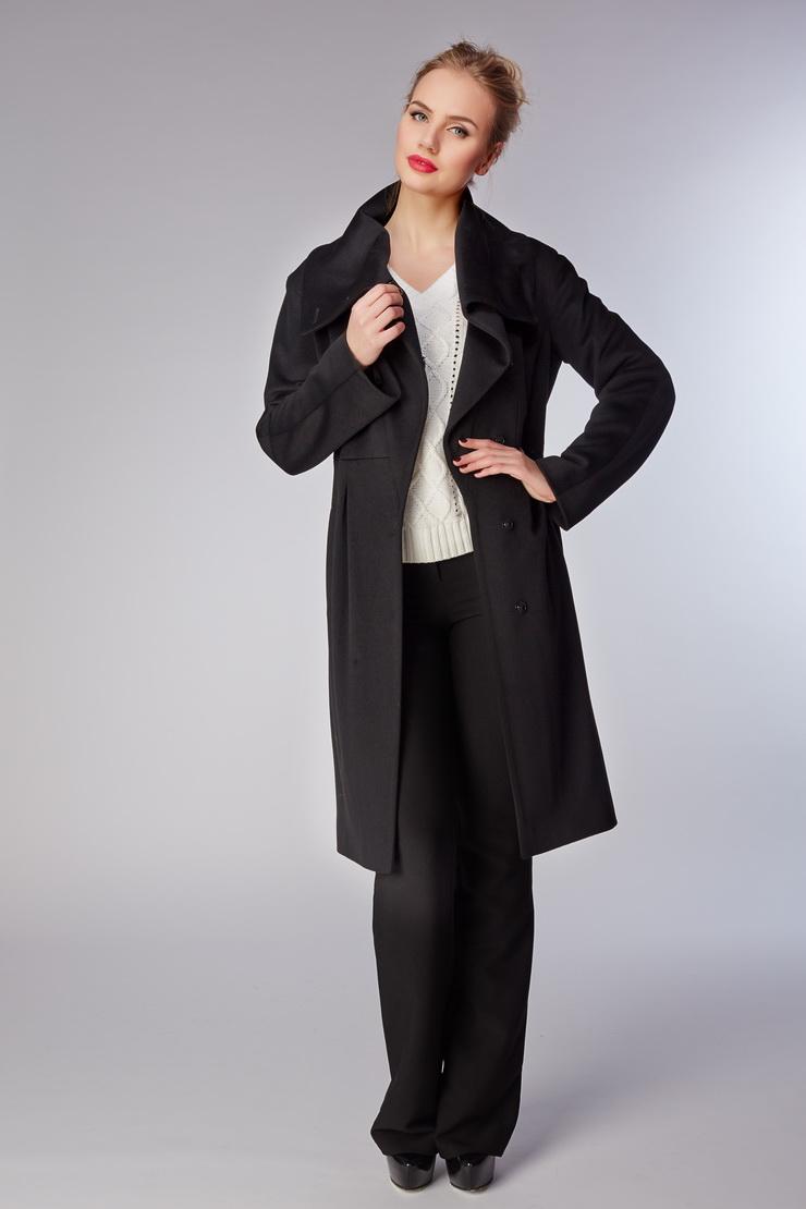 Женское шерстяное пальто на осень приталенного силуэтаПальто<br>Женское шерстяное пальто на осень приталенного силуэта<br>Цвет: черный; Размер: 42; Состав: 100% шерсть LoroPiana SuperFine, подкладка - 57% вискоза, 43% ацетат; Материал: 100% шерсть LoroPiana SuperFine, подкладка - 57% вискоза, 43% ацетат;