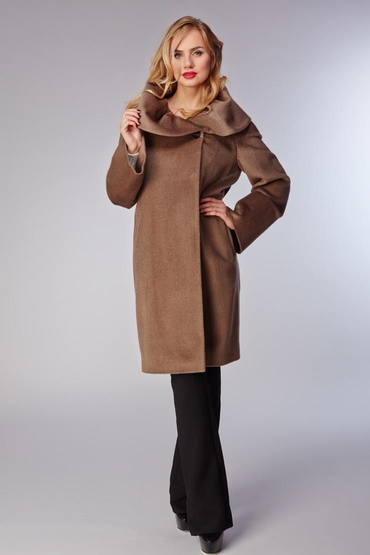 Пальто средней длины из бэби ламыПальто<br>Пальто средней длины из бэби ламы<br>Цвет: хаки; Размер: 44; Состав: 60% бэби лама, 40% шерсть (Piacenza); подкладка - 57% вискоза, 43% ацетат; Материал: 60% бэби лама, 40% шерсть (Piacenza); подкладка - 57% вискоза, 43% ацетат;