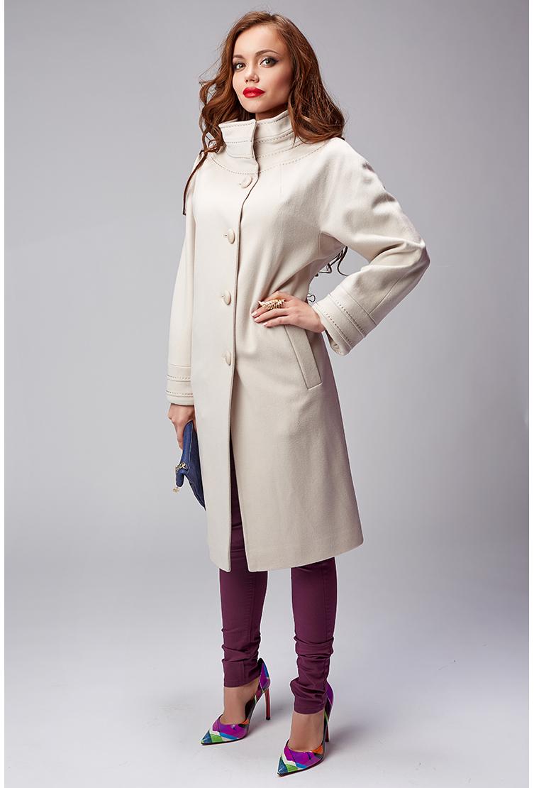 Демисезонное драповое пальтоПальто<br>Демисезонное драповое пальто<br>Цвет: молочный; Размер: 42; Состав: 100% шерсть; подкладка - 57% вискоза, 43% ацетат; Материал: 100% шерсть; подкладка - 57% вискоза, 43% ацетат;