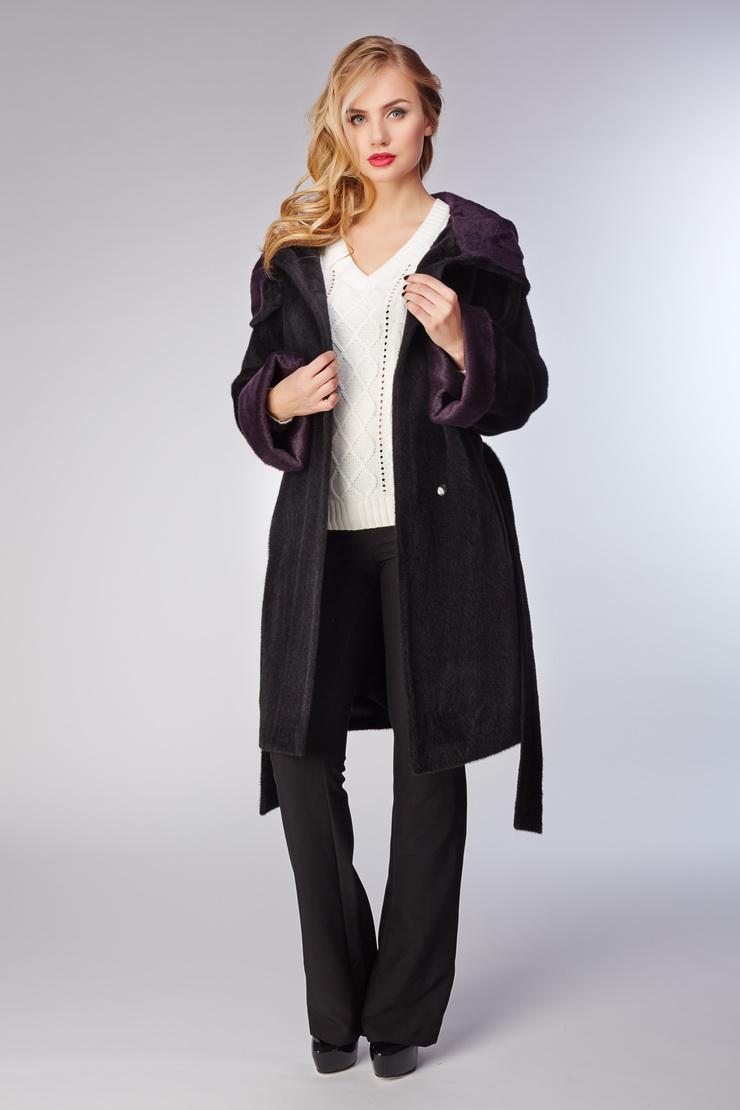 Женское пальто реглан из альпака с капюшономПальто<br>Женское пальто реглан из альпака с капюшоном<br>Цвет: темно-фиолетовый; Размер: 40, 44; Состав: 75% alpaca sury + 25% шерсть. Подкладка 57% вискоза, 43% ацетат; Материал: 75% alpaca sury + 25% шерсть. Подкладка 57% вискоза, 43% ацетат;