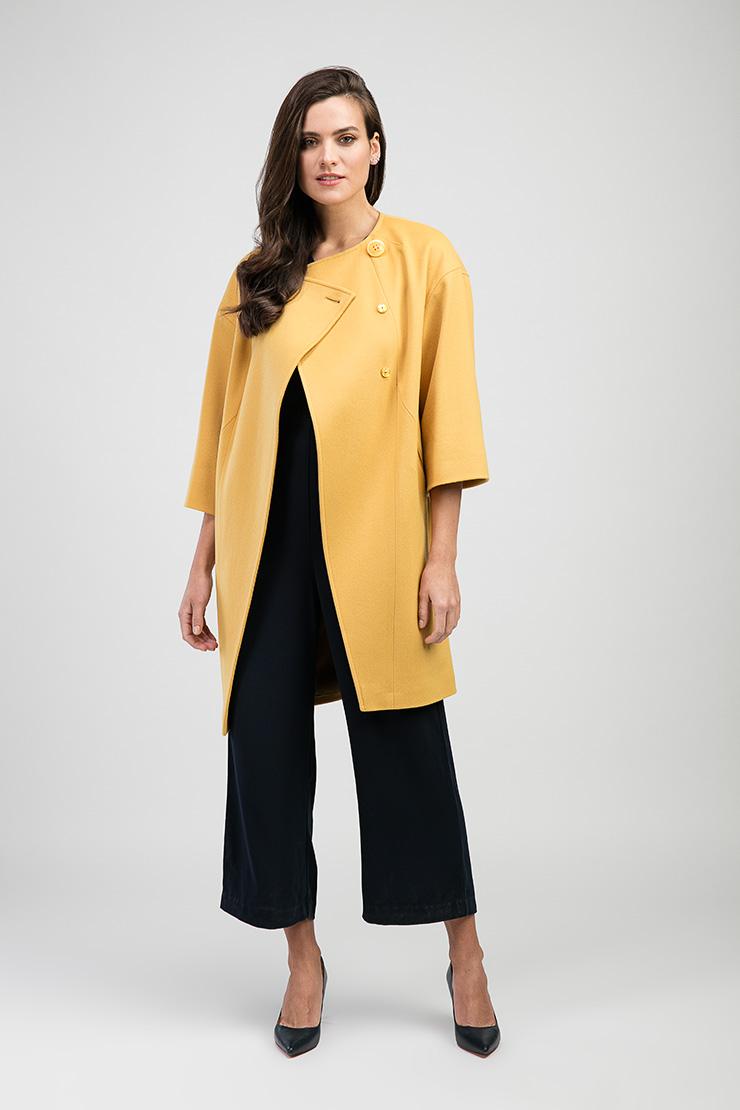 Лёгкое пальто на весну средней длины О-силуэтаПальто<br>Лёгкое пальто на весну средней длины О-силуэта<br>Цвет: желтый; Размер: 48; Состав: 100% шерсть; подкладка - 57% вискоза, 43% ацетат; Материал: 100% шерсть; подкладка - 57% вискоза, 43% ацетат;
