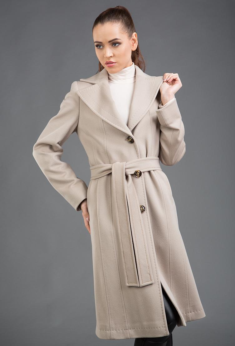 Классическое приталенное шерстяное пальто из ИталииПальто<br>Классическое приталенное шерстяное пальто из Италии<br>Цвет: бежевый; Размер: 48; Состав: 100% шерсть Loro Piana; подкладка - 57% вискоза, 43% ацетат; Материал: 100% шерсть Loro Piana; подкладка - 57% вискоза, 43% ацетат;
