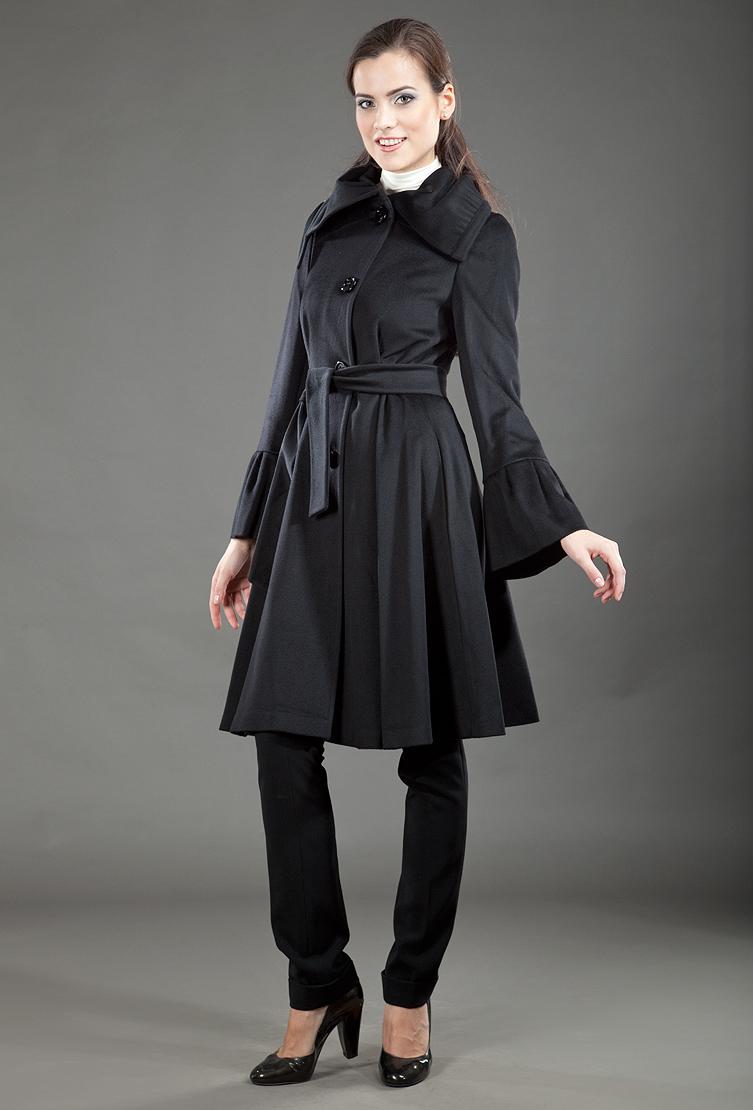Приталенное кашемировое пальто средней длины в стиле Max MaraПальто<br>Приталенное кашемировое пальто средней длины в стиле Max Mara<br>Цвет: черный; Размер: 46; Состав: 85% шерсть, 15% кашемир; подкладка - 100% вискоза; Материал: 85% шерсть, 15% кашемир; подкладка - 100% вискоза;