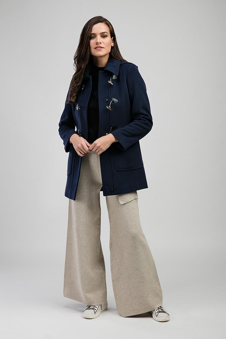 Кашемировое короткое стильное пальто с капюшоном из ИталииПальто<br>Кашемировое короткое стильное пальто с капюшоном из Италии<br>Цвет: синий; Размер: 46; Состав: 70% шерсть, 15% кашемир, 15% п/а; подкладка- 57% вискоза, 43% ацетат; Материал: 70% шерсть, 15% кашемир, 15% п/а; подкладка- 57% вискоза, 43% ацетат;