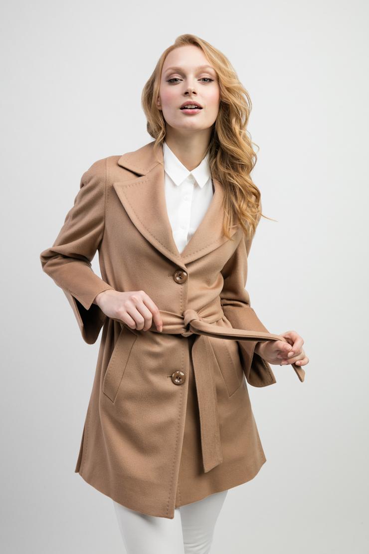 Короткое женское пальто бежевого цвета из Италии Teresa Tardia 42306/T74-бежевый
