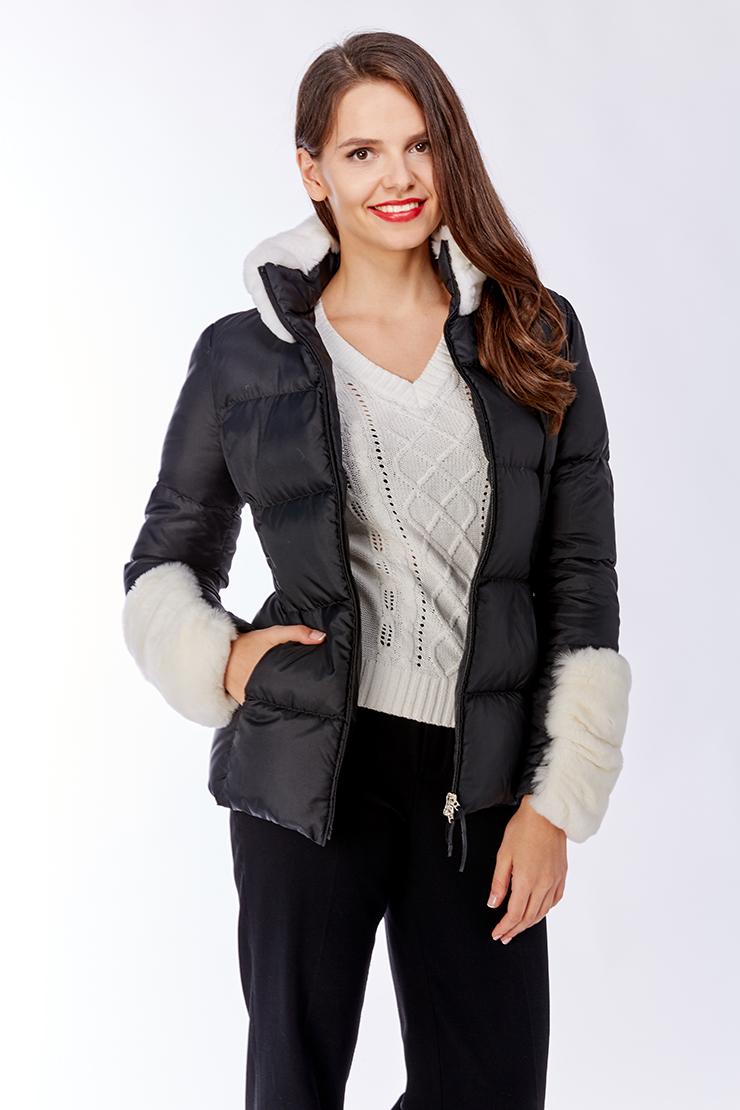 Короткая куртка на пуху без капюшона с мехом кроликаКуртки<br>Короткая куртка на пуху без капюшона с мехом кролика<br>Цвет: черный; Размер: 46; Состав: текстиль, пух, кролик; Материал: текстиль, пух, кролик;