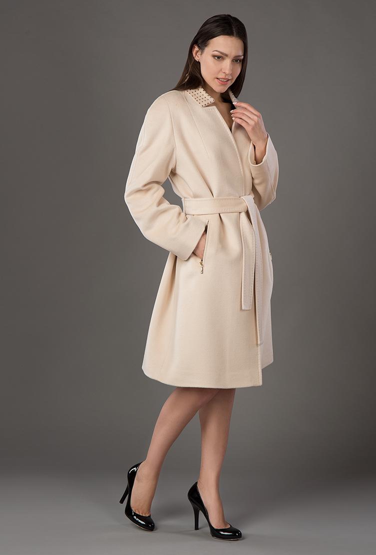 Кашемировое весеннее пальто трапеция средней длины с запахомПальто<br>Кашемировое весеннее пальто трапеция средней длины с запахом<br>Цвет: слон кость; Размер: 48; Состав: 80% шерсть, 10% щелк, 5% кашемир, 5% п/а; подкладка 100% п/э; Материал: 80% шерсть, 10% щелк, 5% кашемир, 5% п/а; подкладка 100% п/э;
