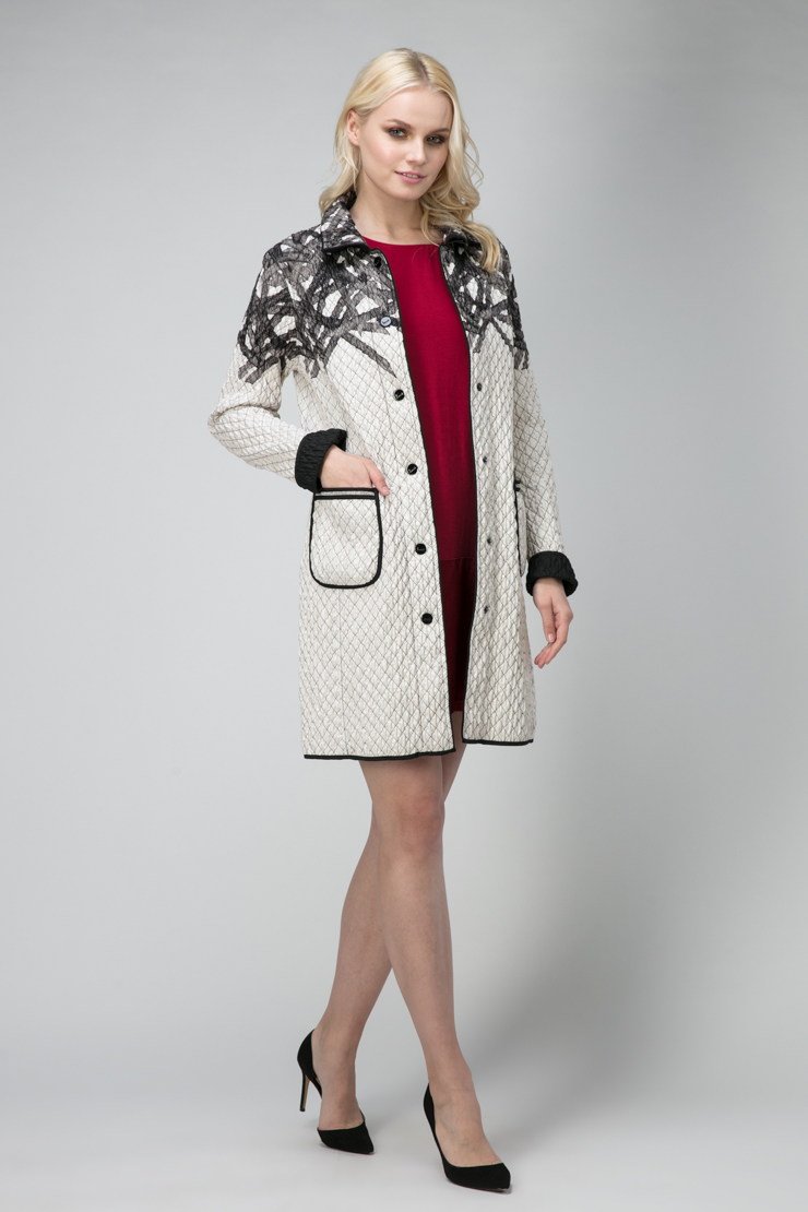 Легкое итальянское двустороннее пальтоПальто<br>Легкое итальянское двустороннее пальто<br>Цвет: черно-белый; Размер: 48, 52; Состав: 100% полиэстер; подкладка - 100% полиэстер; Материал: 100% полиэстер; подкладка - 100% полиэстер;