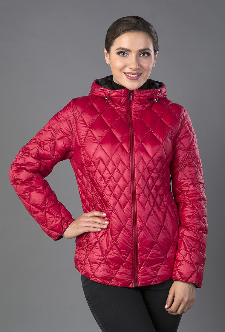 Короткая спортивная стеганая куртка с капюшономКуртки<br>Короткая спортивная стеганая куртка с капюшоном<br>Цвет: красный; Размер: 44; Состав: 100% п/а, наполнитель 90% пух, 10% перо; Материал: 100% п/а, наполнитель 90% пух, 10% перо;