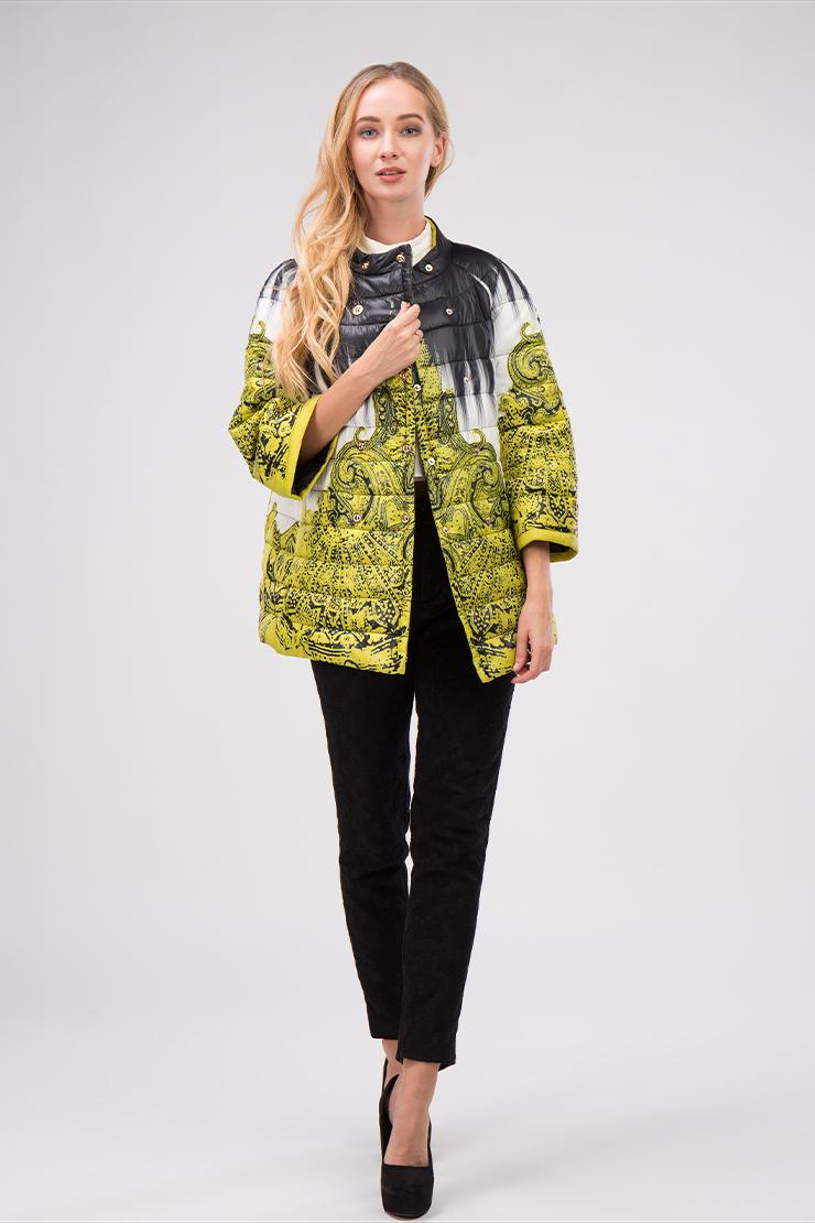 Молодежная куртка для миниатюрных девушек с принтомКуртки<br>Молодежная куртка для миниатюрных девушек с принтом<br>Цвет: желтый; Размер: 44, 46, 48; Состав: 100% п/э, подкладка 100% п/э, наполнитель - файбертек; Материал: 100% п/э, подкладка 100% п/э, наполнитель - файбертек;