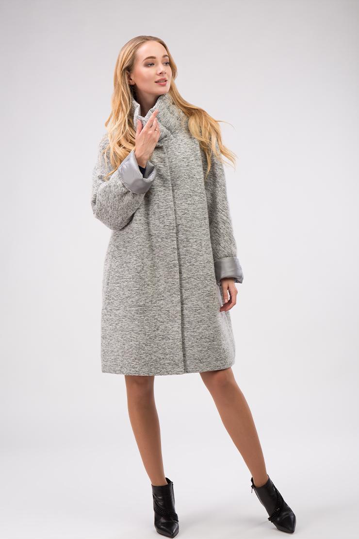 Двухстороннее демисезонное пальто с воротником-стойкой утепленноеПальто<br>Двухстороннее демисезонное пальто с воротником-стойкой утепленное<br>Цвет: серый; Размер: 50, 52; Состав: 25% шерсть, 52% полиэстер, 23% акрил; подкладка - 100% полиэстер; утеплитель - 80% файбертек, 20% пух; Материал: 25% шерсть, 52% полиэстер, 23% акрил; подкладка - 100% полиэстер; утеплитель - 80% файбертек, 20% пух;