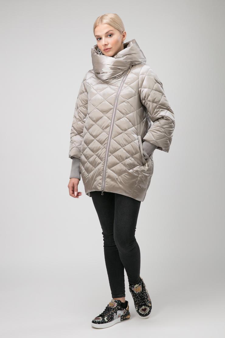 Женская стеганая куртка без меха с косой молнией
