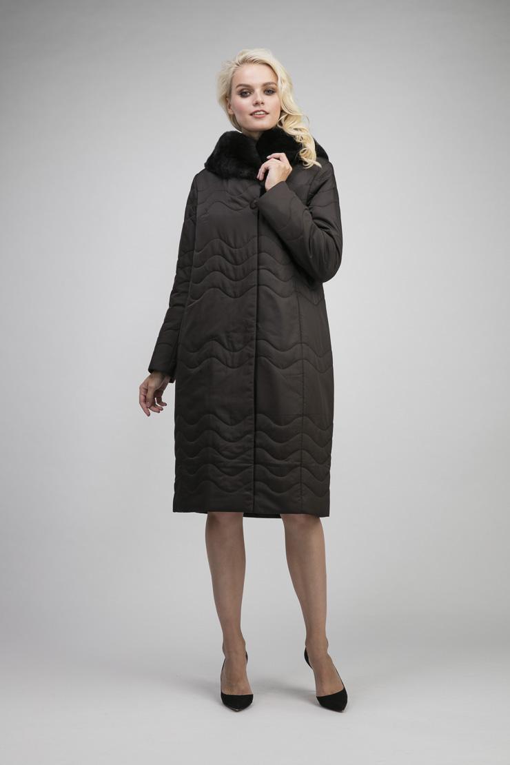 Женское болоневое пальто на тинсулейте с мехом кроликаПальто<br>Женское болоневое пальто на тинсулейте с мехом кролика<br>Цвет: шоколад; Размер: 46, 52; Состав: 100% п/э, подкладка 100% п/э, наполнитель - тинсулейт, отделка - кролик; Материал: 100% п/э, подкладка 100% п/э, наполнитель - тинсулейт, отделка - кролик;