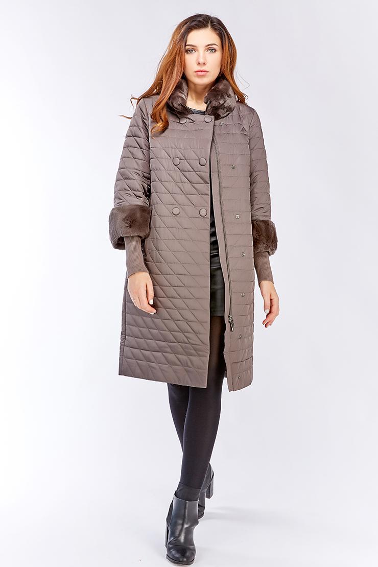 Демисезонное пальто средней длины на верблюжьей подкладкеПальто<br>Демисезонное пальто средней длины на верблюжьей подкладке<br>Цвет: серый; Размер: 46; Состав: 100% п/э, подкладка 100% п/э, наполнитель - верблюжья шерсть, отделка - кролик; Материал: 100% п/э, подкладка 100% п/э, наполнитель - верблюжья шерсть, отделка - кролик;
